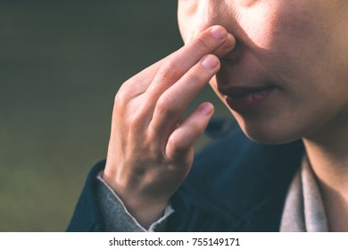 Women pinch the nose