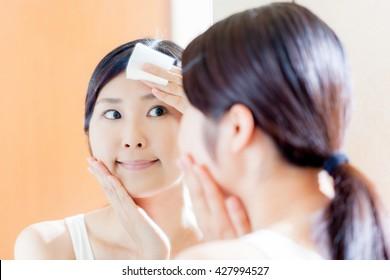 Women skin care , moisturizing , cotton , mirror