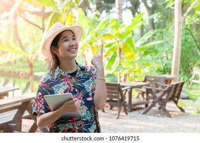 Women Striped shirt Brown hat Brown bag With holidays
