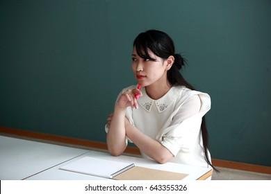 Women taking university lessons, Japanese, 20's female