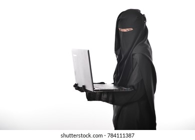 Women wearing niqab with hijab use laptop