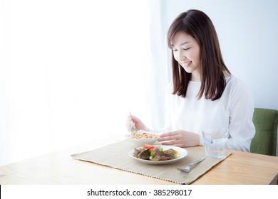 Women who eat breakfast , cereal
