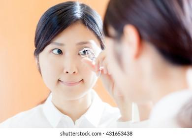 Women who use the eyelash curler , mirror