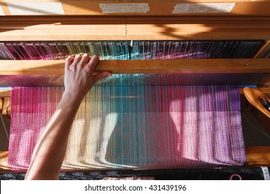 Women who are weaving on a loom