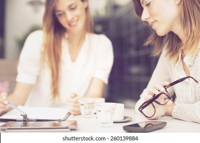 Women working in a cafe