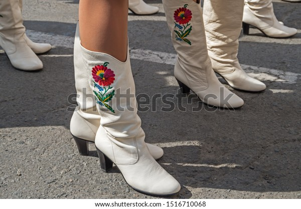 womens-boots-colored-embroidery-on-600w-