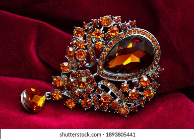 Women's brooch. Accentuate classic glamor with our edition of women's brooches.