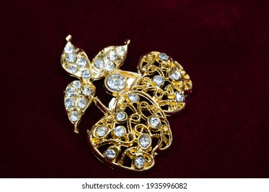 Women's brooch. Accentuate classic glamor with our edition of women's brooches. Embodying elegance, these designer brooches are detailed with crystals, logo fittings and colorful gems.