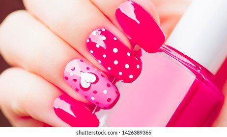 Women's fingernail Decorated to be beautiful And apply with pink nail polish