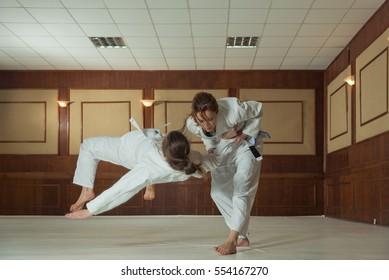 Women's section of Jiu Jitsu. Girls work out the reception.