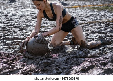 Women's workout - Obstacle Race, Sports Competition