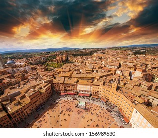 Wonderful aerial view of Piazza del Campo, Siena on a beautiful sunny day.