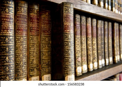 A wonderful library of old books in Cantabria - Spain