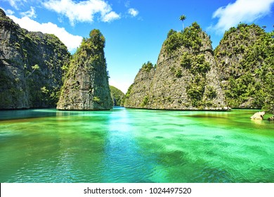 wonderful of the sea of ??clear blue water is refreshing