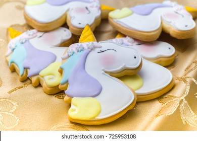 Wonderful Unicorn cookies to decorate parties or birthdays