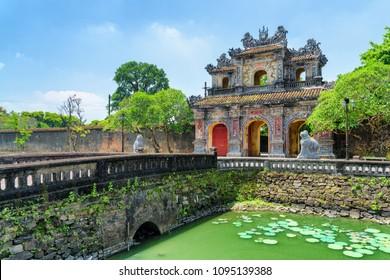 ベトナム・ユエに紫禁城を持つ帝都を囲む城郭への東門(日延日本門)の眺望が素晴らしい。ユエはアジアの人気観光地です。