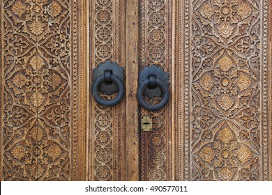 wood patterns on the doors, wood texture