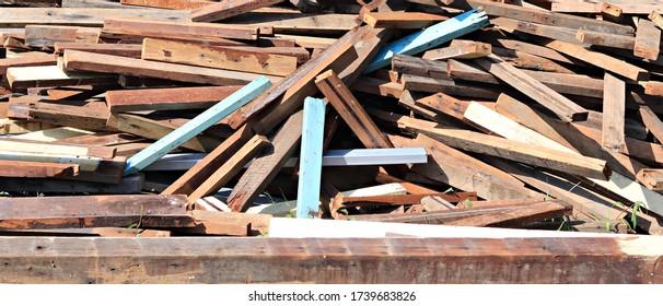 Holzstapelboden im Freien