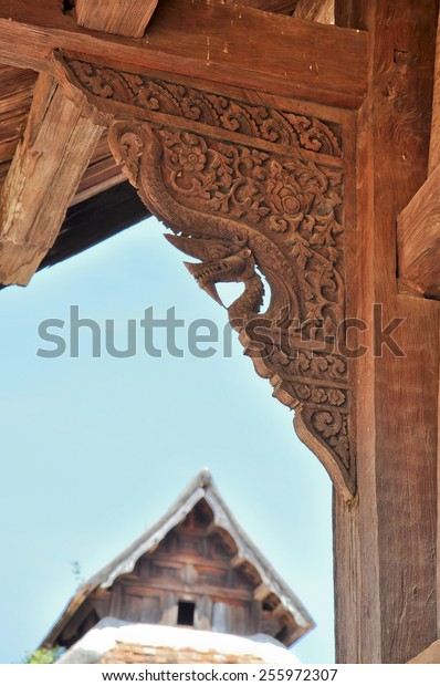 wood  sculptured support roof