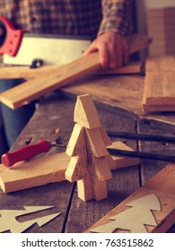 Wood working, making a wooden Christmas tree decoration