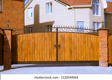 Wooden automatic gates in the villa