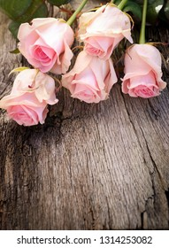 Wooden background with roses