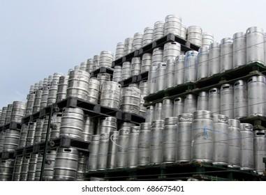 Wooden Barrels pilled up in a stack. Moderne brouwerij