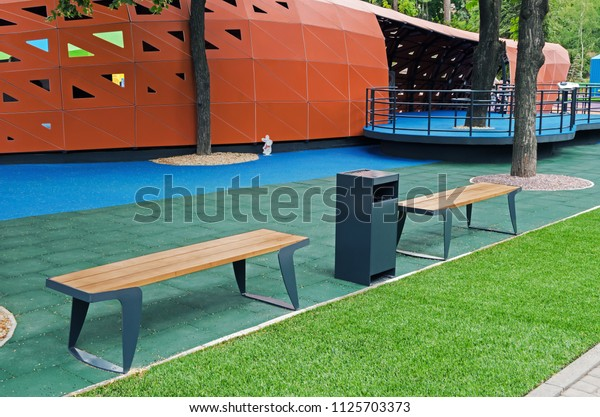 wooden-benches-rest-childrens-inclusive-