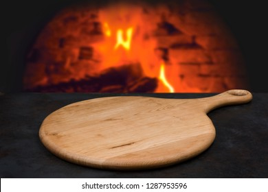 Wooden board with handle for pizza or other bakery display