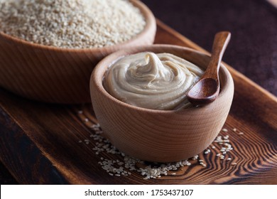 bol en bois de sauce tahini - nourriture et boisson