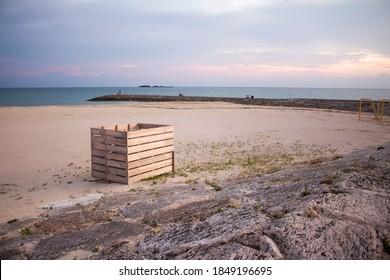 The wooden box in Chura-sun beach, The moment the sun goes down