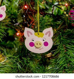 Wooden Christmas tree toy pink pig muzzle