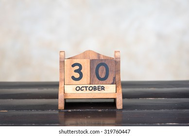Wooden cube calendar for 30th October