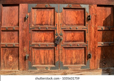 Wooden door at Palace in Seoul