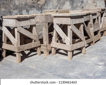 wooden easels for stone sculptors