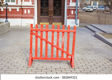 wooden fence grill red city on the pavement