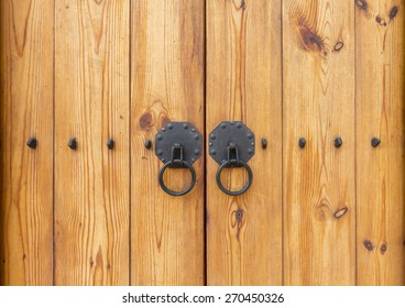 Wooden gate with door knocker chinese style