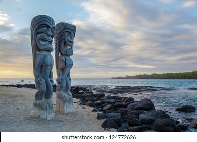 Wooden Hawaiian statues in Pua??uhonua o Honaunau National Historical Park, Big Island, Hawaii