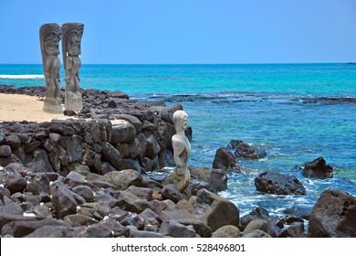 Wooden Hawaiian statues in Puauhonua o Honaunau National Historical Park, Big Island, Hawaii