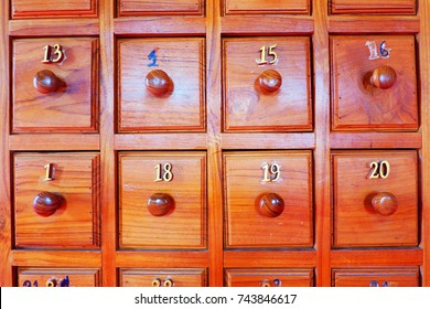 Wooden locker for keep Esiimsi paper sheets.