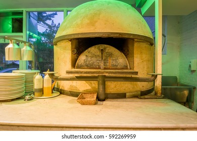 wooden oven pizza