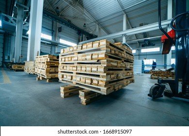 Wooden pallets on sandwich panel manufacturing
