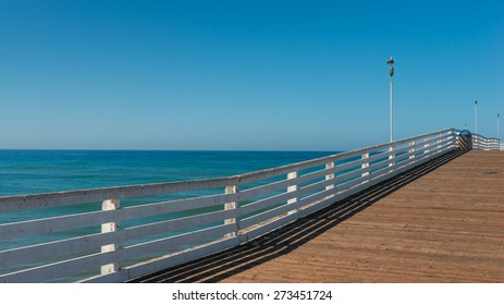Wooden pier and ocean to the horizon. Decreases, diminishing perspective.