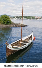 The wooden rowing and sailing boat