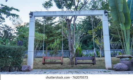 Wooden swing with pillar-base
