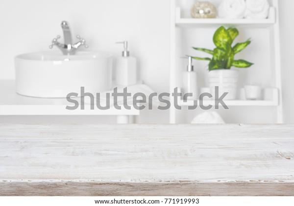 Foto de stock sobre Mesa de madera frente a las (editar ...