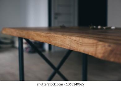Wooden table in solid oak. metal legs.