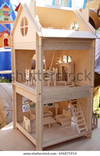 wooden-twostorey-doll-house-600w-6968759
