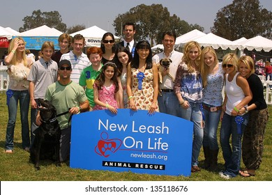WOODLAND HILLS - APRIL 30: Sara Paxton, Alex Black, Suzanne Whang, Rich Fields, Alyson Michalka, Amanda Michalka, Kirsten Storms, Farah Fath at the Nuts For Mutts Dog Show on April 30, 2006, CA.