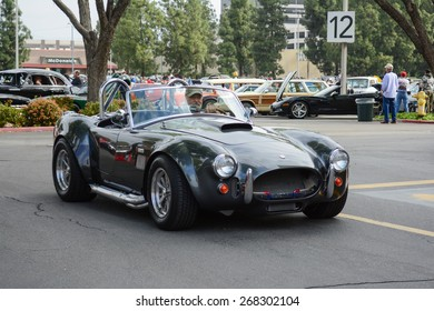 Woodland Hills, CA - Abril 5, 2015:Ford Shelby Cobra classic car on display  at the Supercar Sunday Pre-1973 Muscle car event.